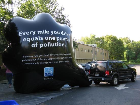 دود ماشین برای تبلیغات پارتیزانی